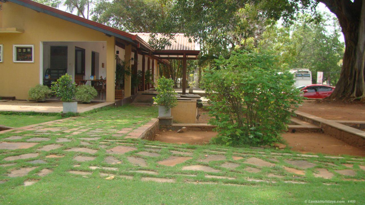 Dambulla holiday Hotel